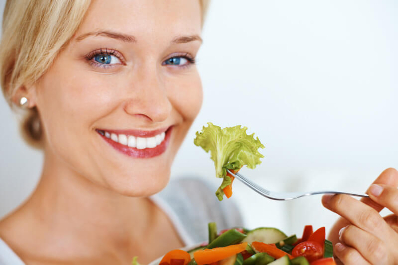 eating-healthy-woman